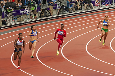 Carmelita Jeter, United States, runs the bend in the Women's 200m round 1, London 2012, Summer Olympic Games, London, England, United Kingdom, Europe
