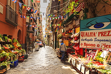 Alley in the densely populated Spanish Quarter (Quartieri Spagnoli), City of Naples, Campania, Italy, Europe