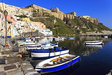 Marina Corricella, pretty fishing village, boats below Terra Murata acropolis fortress, Procida Island, Bay of Naples, Campania, Italy, Europe