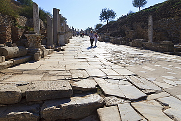 Tourists on Curates Street, Roman ruins of ancient Ephesus, near Kusadasi, Anatolia, Turkey, Asia Minor, Eurasia