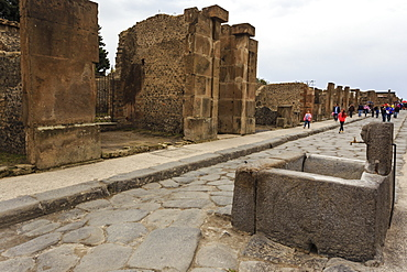 Public fountain on cobbled street, Roman ruins of Pompeii, UNESCO World Heritage Site, Campania, Italy, Europe