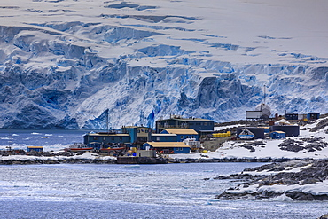 Palmer Station, year-round US Base, glacier backdrop, rocky foreshore, Anvers Island, Antarctic Peninsula, Antarctica, Polar Regions