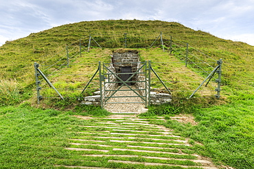 Maeshowe, Stone Age chambered tomb, 5000 years old, Neolithic building, UNESCO World Heritage Site, Orkney Islands, Scotland, United Kingdom, Europe