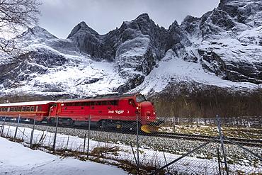 Trollveggen (Troll Wall), vertical rock face, Rauma Railway, Romsdalen Valley, snow, mountains in winter, More Og Romsdal, Norway, Scandinavia, Europe