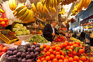 Fruit and vegetable stall, La Boqueria, probably Barcelona's best-known market, off La Rambla, Barcelona, Catalonia, Spain, Europe