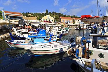Harbourside with boats and cafes, Fiskardo, Kefalonia (Cephalonia), Ionian Islands, Greek Islands, Greece, Europe