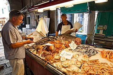 Morning purchase at the fish stall, Pescheria, Rialto Markets, San Polo, Venice, UNESCO World Heritage Site, Veneto, Italy, Europe