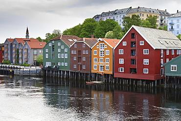 Colourful wooden warehouses on wharf beside the Nidelva River, Bakklandet neighbourhood, Trondheim, Sor-Trondelag, Norway, Scandinavia, Europe