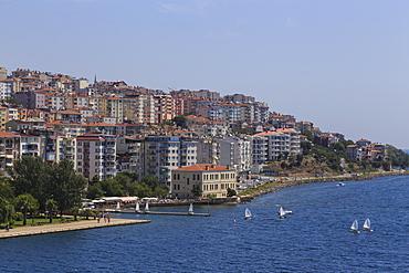 Small sail boats and the seafront promenade and park, Sinop, Black Sea Coast, Turkey, Asia Minor, Eurasia