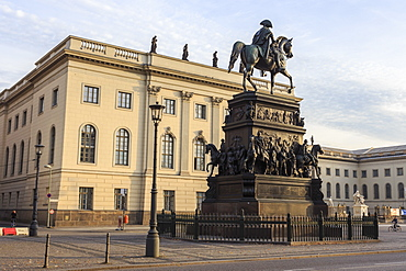 Equestrian Statue of Frederick the Great and Humboldt University, Unter den Linden, Historic Mitte, Berlin, Germany, Europe