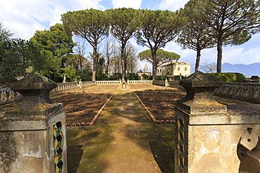 Rose Terrace in spring, Gardens of Villa Cimbrone, Ravello, Costiera Amalfitana (Amalfi Coast), UNESCO World Heritage Site, Campania, Italy, Europe