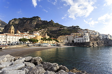 Amalfi, view towards beach and hills, Costiera Amalfitana (Amalfi Coast), UNESCO World Heritage Site, Campania, Italy, Europe