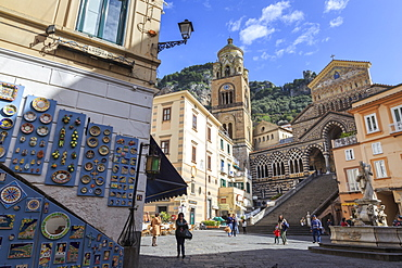 Pottery shop, fountain and cathedral in spring, Amalfi, Costiera Amalfitana (Amalfi Coast), UNESCO World Heritage Site, Campania, Italy, Europe