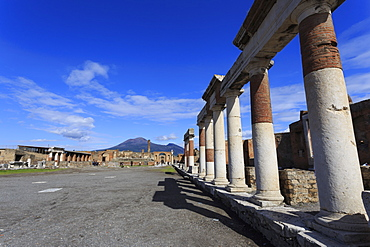 Forum and Vesuvius, Roman ruins of Pompeii, UNESCO World Heritage Site, Campania, Italy, Europe