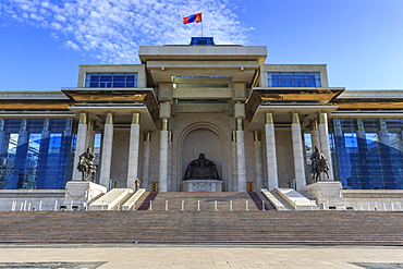 Chinggis Khaan statue and monument, Mongolian flag flying, Chinggis Khaan (Sukhbaatar) Square, Ulaanbaatar (Ulan Bator), Mongolia, Central Asia, Asia