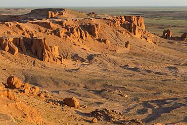 Sunrise, Flaming Cliffs, area of dinosaur bone and egg fossils, Gurvan Saikhan National Park, Bayanzag, Gobi Desert, Mongolia, Central Asia, Asia