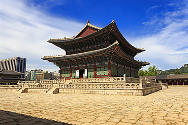 Imperial Throne Hall (Geunjeongjeon) with modern city skyline , Gyeongbokgung Palace, Seoul, South Korea, Asia