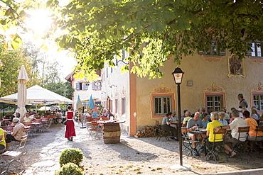 Guests in the beer garden of 'D'Feldwies' in Ãœbersee, Upper Bavaria