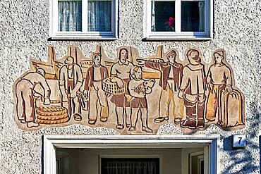 Sgraffito art in Rostock: 'Szenen aus dem Arbeitsleben' (Scenes from working life) by Heinz Becker approx. 1957