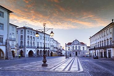 Giraldo Square (Praca do Giraldo) in the historic centre, Evora, UNESCO World Heritage Site, Alentejo, Portugal, Europe