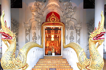 Naga dragons on the main bot of the temple of Wat Chedi Luang, Chiang Mai, Thailand, Southeast Asia, Asia