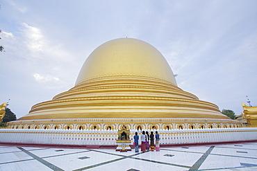 Kaungmudaw pagoda, Sagaing, Myanmar (Burma), Southeast Asia