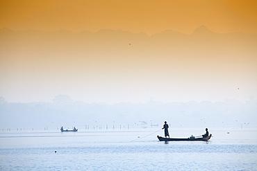 Fishermen on Taungthaman Lake near Amarapura, Mandalay, Myanmar (Burma), Southeast Asia