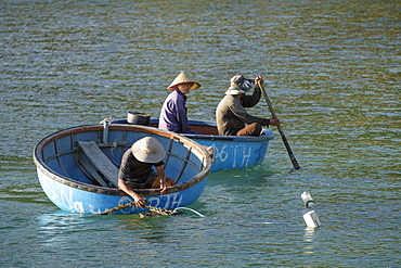 Cham island fishermen in traditional coracle round basket fishing boats, Quang Nam, Vietnam, Indochina, Southeast Asia, Asia