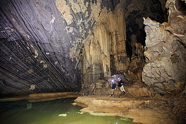 Cavers in Hang Roc (Ruc Mon) cave in Phong Nha, Quang Binh, Vietnam, Indochina, Southeast Asia, Asia