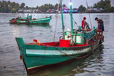 Fishing boat at the morning fish market on the banks of the Preaek Tuek Chhu River in Kampot town, Cambodia, Indochina, Southeast Asia, Asia