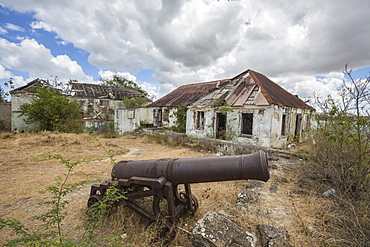 Cannon around the ruined buildings at Fort Saint James, St. John's, Antigua, Antigua and Barbuda, Leeward Islands, West Indies, Caribbean, Central America