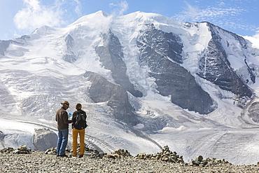 Tourists admire the Diavolezza and Pers glaciers and Piz Palu, St. Moritz, canton of Graubunden, Engadine, Switzerland, Europe