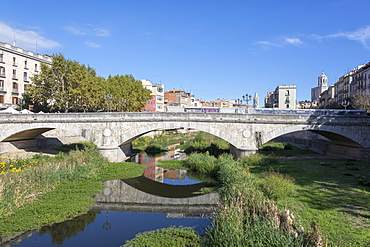 Stone Bridge on River Onyar, Girona, Catalonia, Spain, Europe