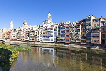 Colored houses on River Onyar, Girona, Catalonia, Spain, Europe