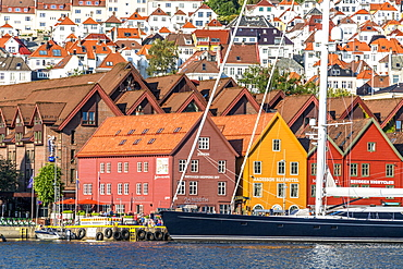 Sail boat on waterfront of Bryggen Old Town, UNESCO World Heritage Site, Bergen, Hordaland County, Norway, Scandinavia, Europe