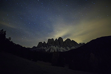 Starry night on the Odle seen from Malga Zannes, Funes Valley, South Tyrol, Dolomites, Italy, Europe