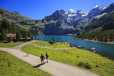 Hikers around Lake Oeschinensee, Bernese Oberland, Kandersteg, Canton of Bern, Switzerland, Europe