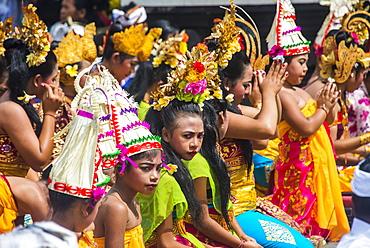 Pilgrims praying in the Pura Ulun Danu Bratan temple, Bali, Indonesia, Southeast Asia, Asia