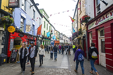 Busy pedestrian zone of Galway, County Galway, Connacht, Republic of Ireland, Europe