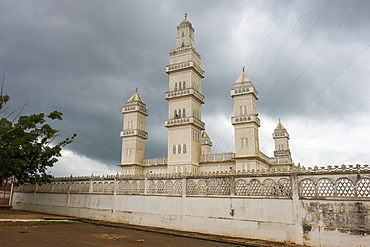Central Mosque of Yamassoukrou, Ivory Coast, West Africa, Africa