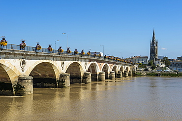 Libourne arch bridge over the Dordogne River, Libourne, Gironde, Aquitaine, France, Europe