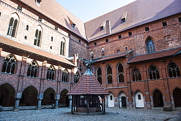 Inner cloister, Malbork Castle, UNESCO World Heritage Site, Malbork, Poland, Europe