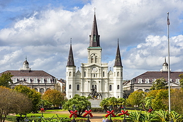 Old horse carts in front of Jackson Square and the St. Louis Cathedral, French quarter, New Orleans, Louisiana, United States of America, North America