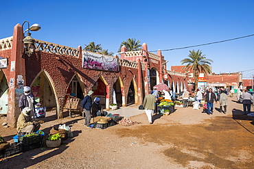 Red architecture in the center of Timimoun, western Algeria, North Africa, Africa