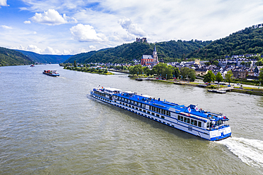 Cruise ship on the Rhine at St. Goar (Sankt Goar), UNESCO World Heritage Site, Middle Rhine valley, Rhineland-Palatinate, Germany, Europe