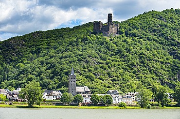 Castle Maus overlooking the Rhine river, UNESCO World Heritage Site, Middle Rhine valley, Rhineland-Palatinate, Germany, Europe