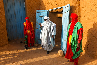 Sultan of Agadez with his bodyguards, UNESCO World Heritage Site, Agadez, Niger, West Africa, Africa