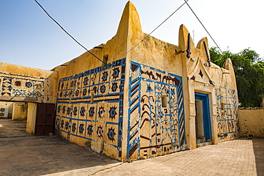 Colourful Sultans Palace of Koure, Niger, West Africa, Africa
