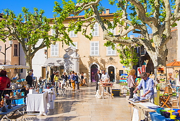 Morning market in Cassis harbour, Cassis, Bouches du Rhone, Provence, Provence-Alpes-Cote d'Azur, French Riviera, France, Europe