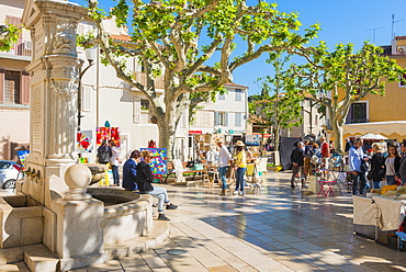 Morning market in Cassis harbour, Cassis, Bouches du Rhone, Provence, Provence-Alpes-Cote d'Azur, France, Europe